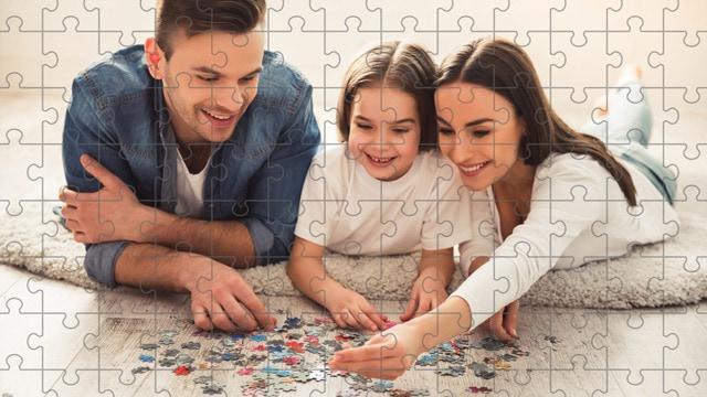 Fare un puzzle permette di trascorrere del tempo insieme